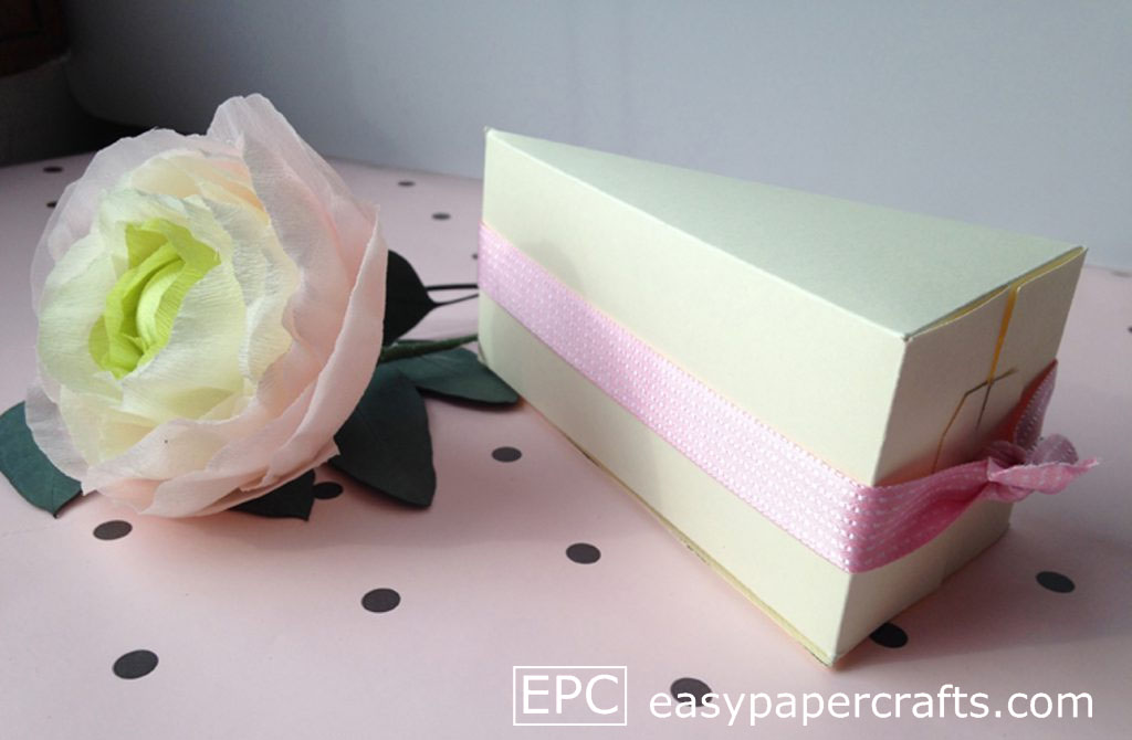 paper cake slice with ribbon, cake favor boxes