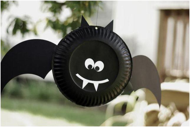 Halloween crafts paper plate vampire bat