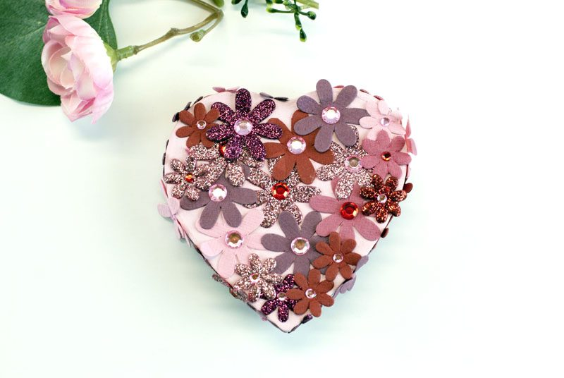 decorated heart shaped lid