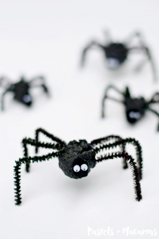 pinecone spider Halloween craft